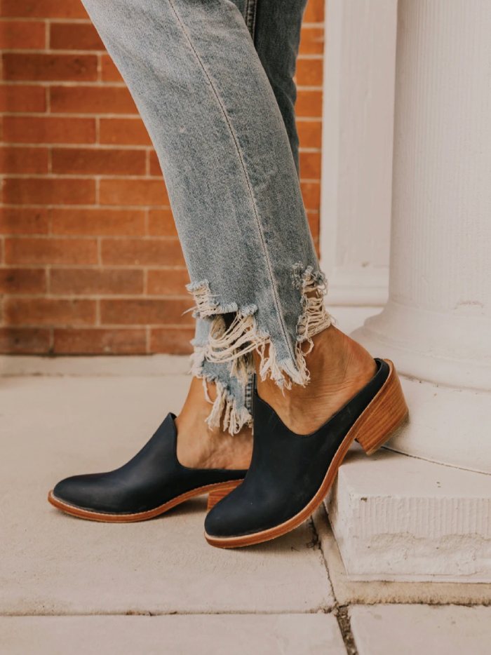 The Fundamental List Of Shoe Trends For 2021. Chunky clogs in black.