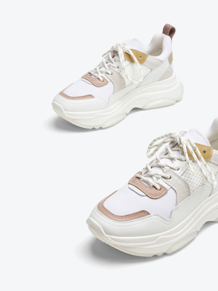 The Fundamental List Of Shoe Trends For 2021. Technical sneakers in beige from Uterqüe.