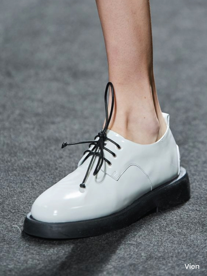 Spring Shoe Trends 2021. Classic Oxfords, Vien Spring Summer 2021.