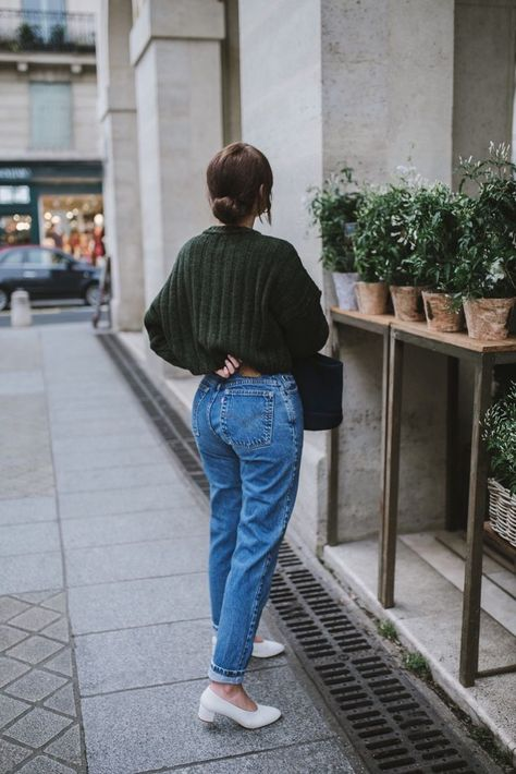 WHITE BLOCK HEELS WITH MOM JEANS  from PINTEREST