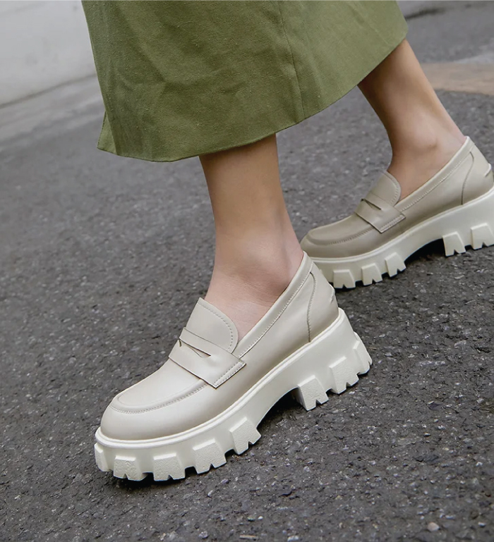 The Shoe Trends That Will Take Over This Fall. Beige chunky loafers.
